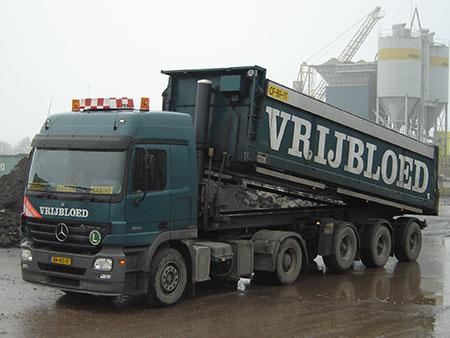 vrachtwagen met trailer