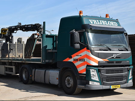 vrachtwagen met oplegger